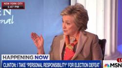 Clinton dit assumer la responsabilité de sa défaite à la présidentielle... sauf que