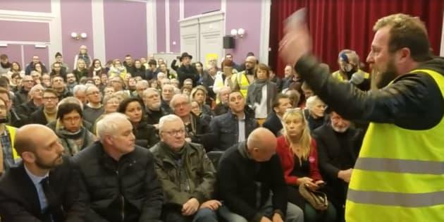Ce vendredi, une cinquantaine de gilets jaunes ont forcé l'entrée de la salle où se tenait un débat en présence du patron de LREM, Stanislas Guérini.
