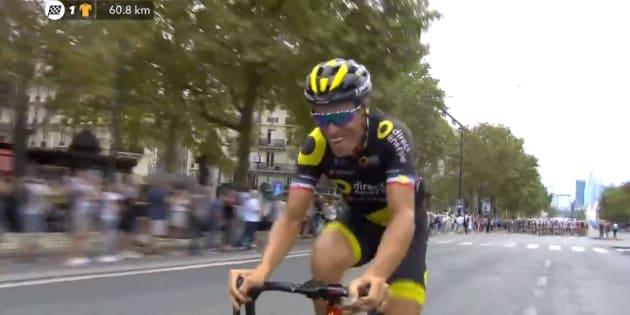 Tour de France 2018: les belles images de Sylvain Chavanel entrant le premier sur les Champs-Elysées
