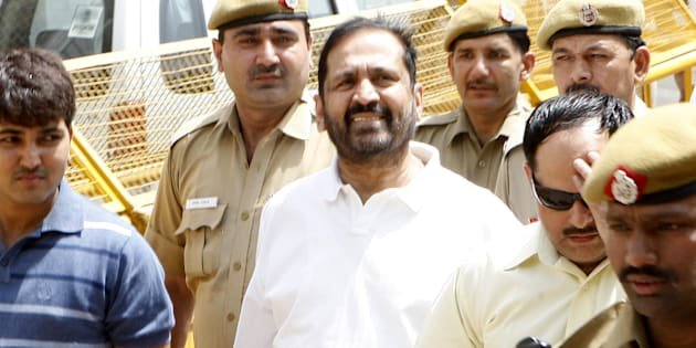 Former chairman of CWG organising committee, Suresh Kalmadi (C) is escorted by Central Bureau of Investigation (CBI) officials to the court in New Delhi.