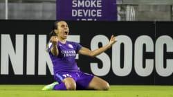 Marta dribla falta de apoio e salva futebol brasileiro na festa da Bola de