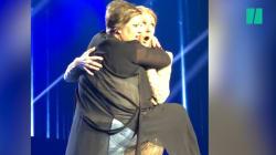 VIDEO: Una admiradora 'se le montó' a Céline