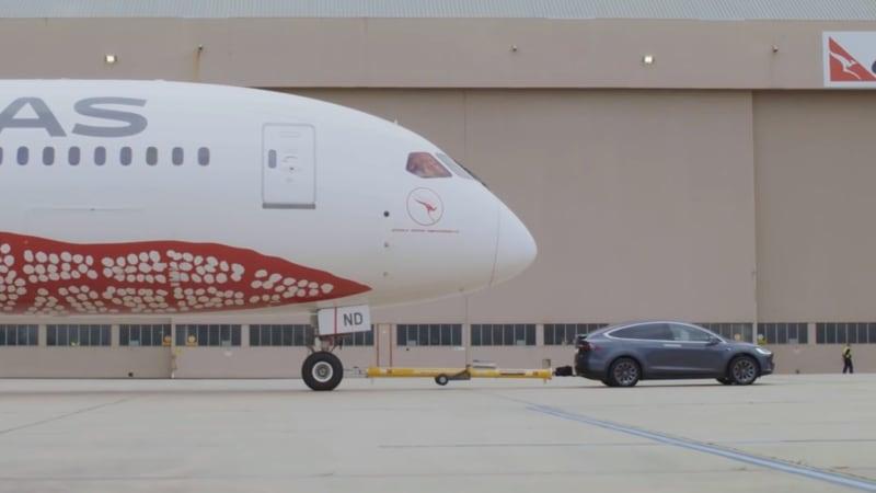 photo image Tesla Model X P100D tows Qantas Airways Boeing 787-9 Dreamliner