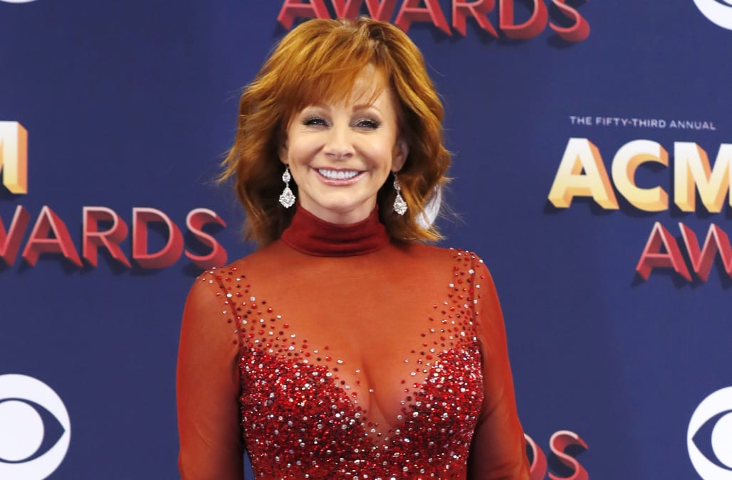 ACM Awards 2018: Reba McEntire wore the same dress she did in 1993 ...