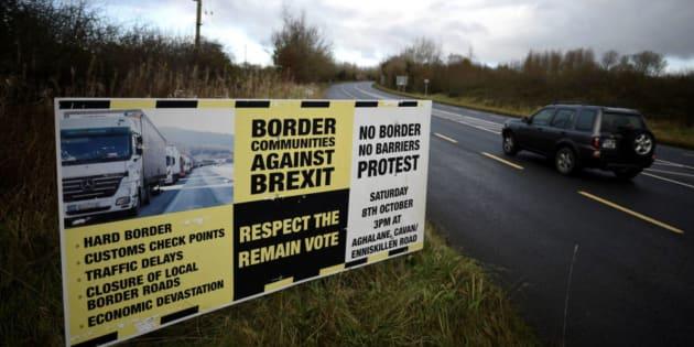 Imagen de archivo de un cartel sobre la frontera con Irlanda del Norte.