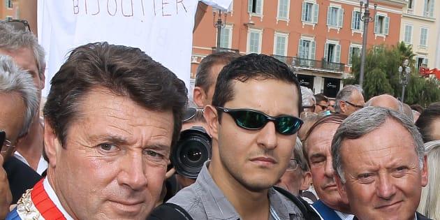 """Christian Estrosi, ici lors de la manifestation de soutien au bijoutier de Nice en 2013,  parle aujourd'hui de """"légitime défense""""."""