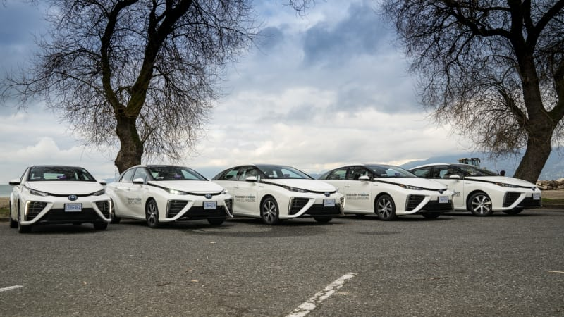 Toyota to supply Mirai fuel-cell cars to Lyft drivers in Vancouver