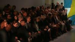 À Londres, la Fashion Week observe une minute de silence en hommage à Karl