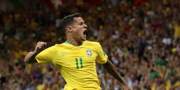 Philippe Coutinho festeja el gol que le metió en el partido de la fase de grupos entre Brasil y Suiza.