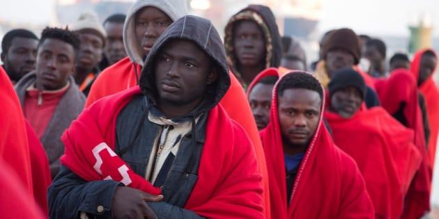 Llegada al puerto de Motril de los 60 ocupantes de una patera rescatada este martes.