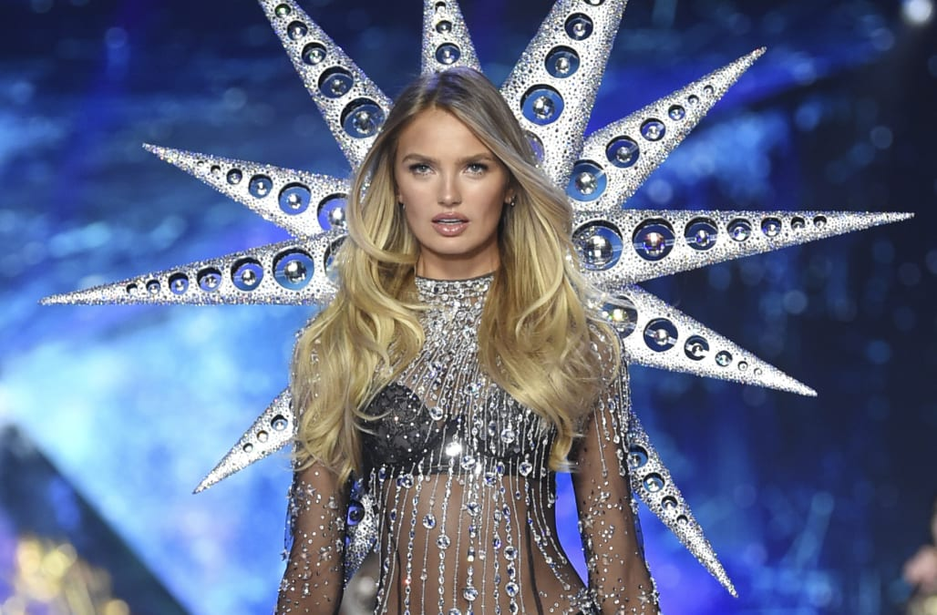 e70bbc7dabed7 Here's how to get that Victoria's Secret Fashion Show tan at home ...