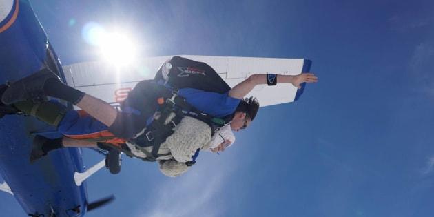 Ce 9 décembre, l'australienne Irene O'Shea est devenue la personne la plus âgée au monde à sauter en parachute.
