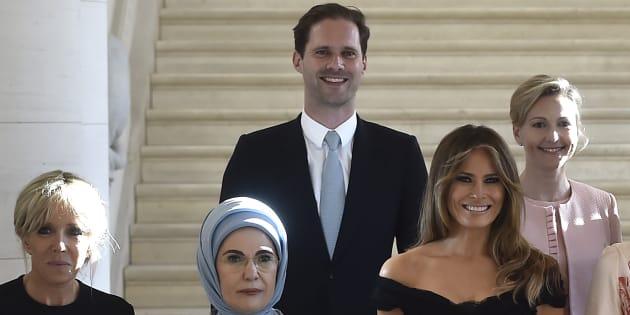 Pour une fois, un homme parmi les premières dames — Sommet de l'Otan