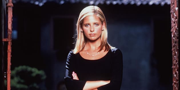 1999 Sarah Michelle Gellar stars in the hit tv series 'Buffy The Vampire Slayer.'