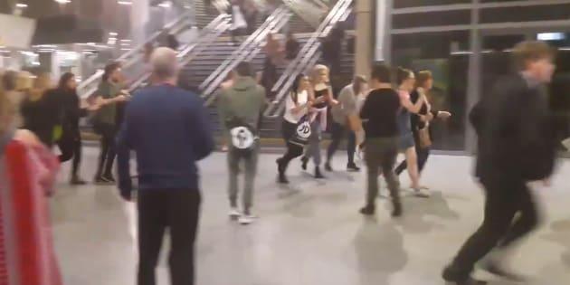 Bruits d'explosion pendant un concert d'Ariana Grande au