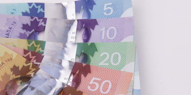 Le gouvernement du Québec hausse le salaire minimum à 12 $ de l'heure
