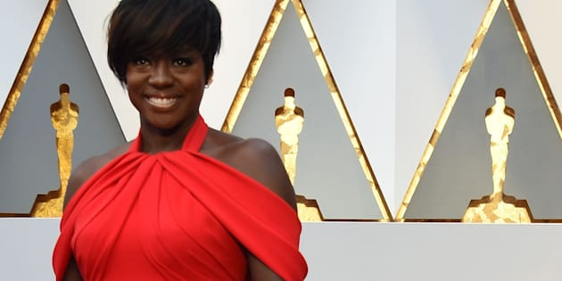 Nominee for Best Supporting Actress 'Fences' Viola Davis arrives on the red carpet for the 89th Oscars on February 26, 2017 in Hollywood, California.  / AFP / VALERIE MACON        (Photo credit should read VALERIE MACON/AFP/Getty Images)