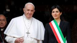 RAGGI IN CERCA DI BENEDIZIONE - Papa Francesco in Campidoglio chiede una