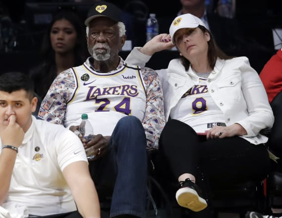 Bill Russell honors Kobe at Celtics-Lakers game