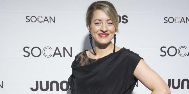 Mélanie Joly sur le tapis rouge des Juno Awards.