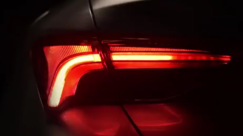 Toyota Avalon gets sequential taillights, with a twist