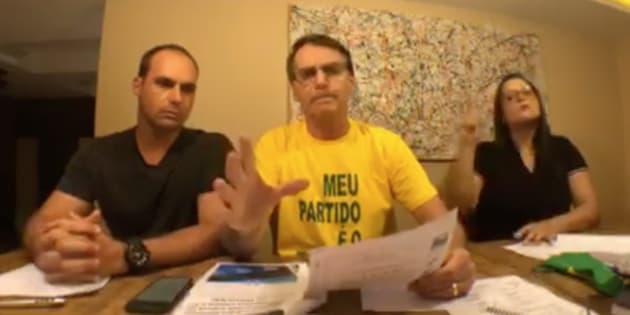 Bolsonaro nega esquema no WhatsApp e xinga Haddad: 'Canalha, vagabundo'