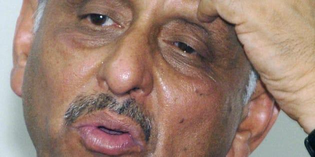Mani Shankar Aiyar answers a question during a 'meet the press' programme in Karachi, 08 June 2005.