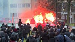 Des camions RTL et Europe 1 brûlés à Bobigny en marge de la manif contre les violences