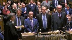 Les députés britanniques votent en faveur d'un report du
