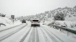 Ola polar de frío y placas de hielo en la carretera: ¿cómo conducir de forma