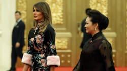 Melania Trump va in visita in Cina con un vestito alla orientale (e incanta