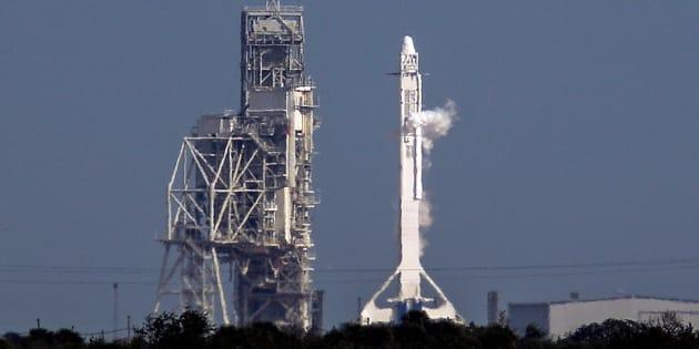 SpaceX lance sa première fusée recyclée, qui devrait diminuer le coût d'un lancement spatial.