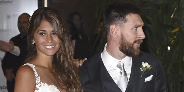 Lionel Messi y Antonella Roccuzzo tras su boda, el 30 de junio de 2017 en Rosario, Argentina.