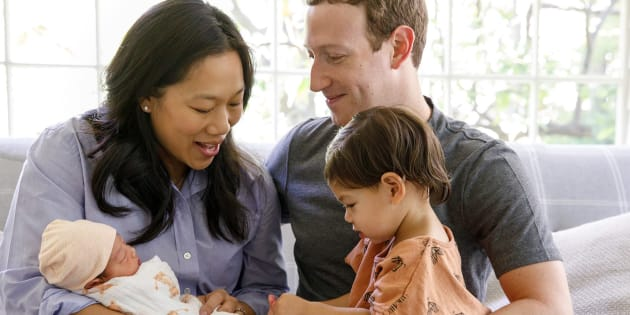 Mark Zuckerberg y Priscilla Chan con sus hijas August y Max, en una imagen colgada en el perfil de Facebook del fundador de la red.