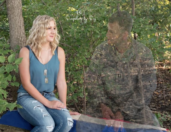 Teen pays moving tribute to father in senior photos