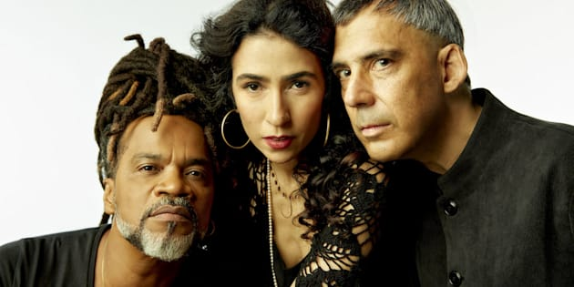 O segundo álbum homônimo lançado pelo trio em 2017 ja é Disco de Ouro no Brasil.