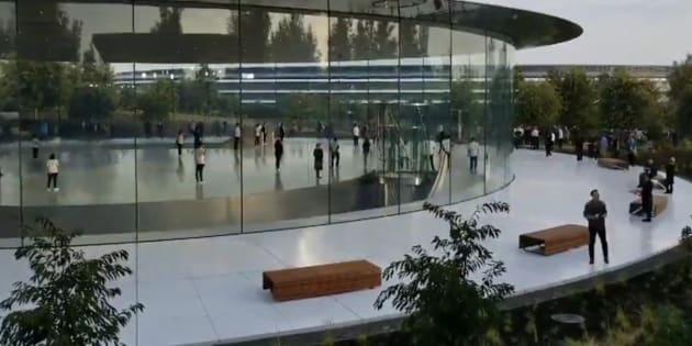 Les vitres du QG d'Apple sont si transparentes que des employés se cognent dedans, ces appels d'urgence le confirme