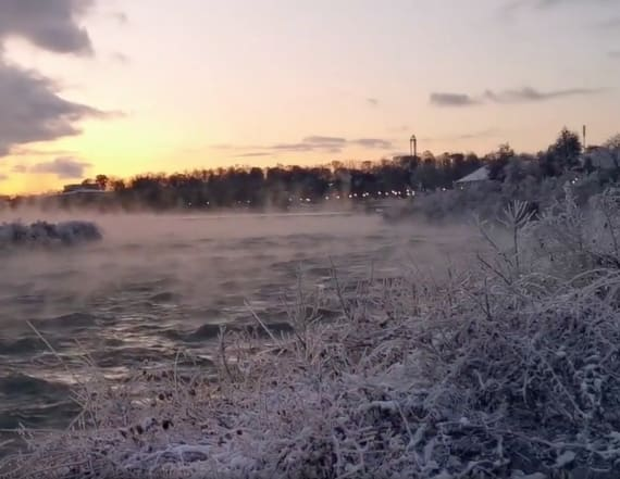 Creepy mist rises from Niagara Falls due to cold