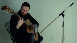 Ce guitariste québécois rend un hommage touchant à 15 musiciens décédés en