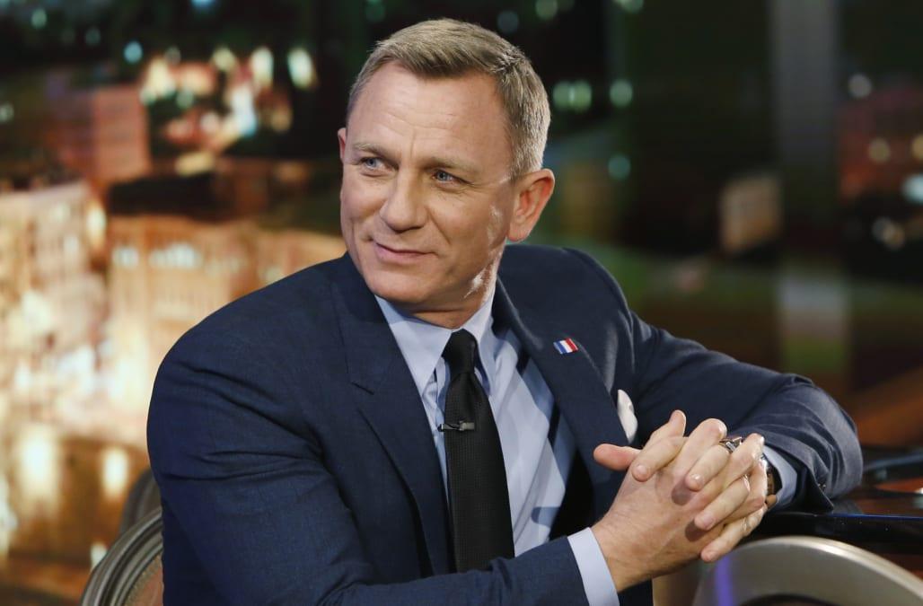 Daniel Craig shocks fa...