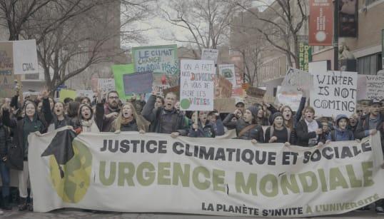 Des dizaines de milliers d'étudiants québécois dans la rue pour le