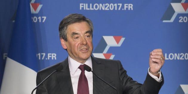 Soutenu par Sens commun, émanation du mouvement anti-mariage gay, François Fillon promet de fermer l'adoption plénière aux couples homosexuels.