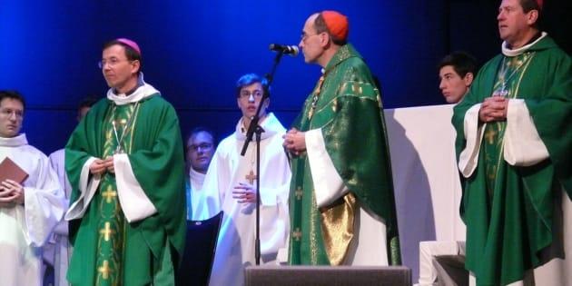 L'évêque Hervé Gaschignard (à gauche), le cardinal Philippe Barbarin et l'évêque de Quimper Jean-Marie Le Vert (à droite)