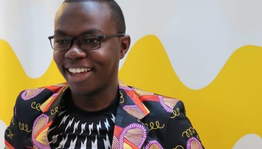 「いい声してるね」から始まった。ケニアの23歳リポーターが、フィンランドに来るまで