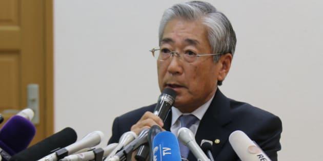 記者会見に臨む竹田会長