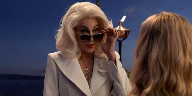 Diva pop interpreta Ruby Sheridan, mão da protagonista Donna.