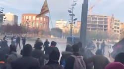 Los Mossos cargan contra un grupo de antifascistas que querían evitar un acto con Vox en