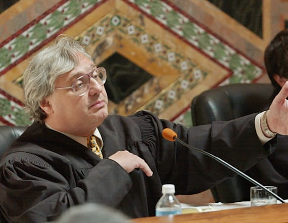 Federal Judge Alex Kozinski announces retirement