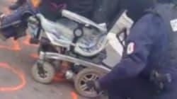 Les pneus d'un fauteuil roulant dégonflés par la police en marge d'un blocage des gilets