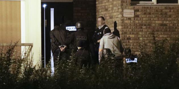 Des policiers à Boussy-Saint-Antoine, où trois femmes projetant un attentat à Notre-Dame-de-Paris avaient été interpellées en septembre